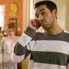 Elyas M'Barek al telefono nel telefilm 'Kebab for Breakfast'