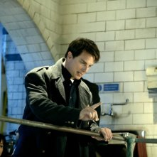 John Barrowman in un momento dell'episodio 'La mietitrice di anime' della serie tv Torchwood