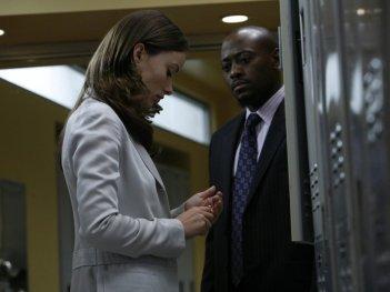 Olivia Wilde e Omar Epps in una scena dell'episodio The Greater Good di Dr. House: Medical Division
