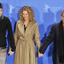 Berlinale 2009: Michelle Pfeiffer con Rupert Friend e Stephen Frears durante la presentazione di Cherì
