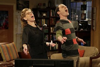 Jim Parsons e Christine Baranski duettano nell'episodio The Maternal Capacitance di The Big Bang Theory