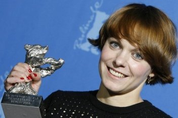 Berlinale 2009: Maren Ade vince l'Orso d'Argento per Alle Anderen, da lei diretto