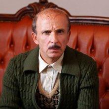 Carlo Buccirosso in una scena dell'episodio 'La testa a posto' del film I mostri oggi