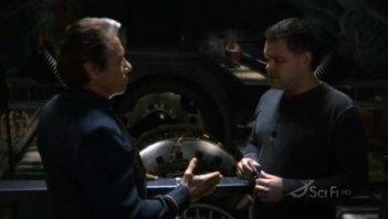 Edward James Olmos e Aaron Douglas in una scena dell'episodio No Exit di Battlestar Galactica