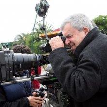 Il regista Enrico Oldoini sul set del film I mostri oggi