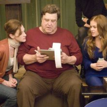 Joan Cusack, John Goodman e Isla Fisher in una scena del film I Love Shopping