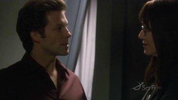 Mary McDonnell e Jamie Bamber in una scena dell'episodio No Exit di Battlestar Galactica