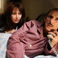 Rosalia Porcaro e Carlo Buccirosso in una scena dell'episodio 'La testa a posto' del film I mostri oggi