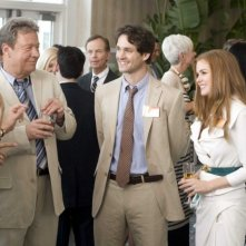 Tim Ware, Hugh Dancy e Isla Fisher in una scena del film I Love Shopping
