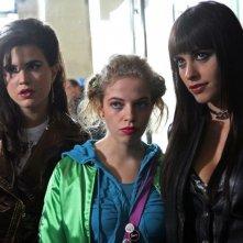 Veronica Corsi, Cristel Checca e Chiara Gensini in una scena dell'episodio 'Fanciulle in fiore' del film I mostri oggi