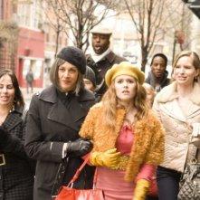 Wendie Malick e Isla Fisher in una scena del film I Love Shopping