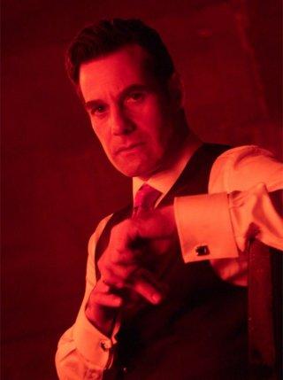 Adrian Pasdar in una scena di Building 26 dalla terza stagione di Heroes