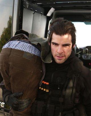 Zachary Quinto in una scena di Building 26 dalla terza stagione di Heroes