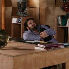 Giuseppe Battiston in una scena dell'episodio Quando finisce un amore di Tutti pazzi per amore