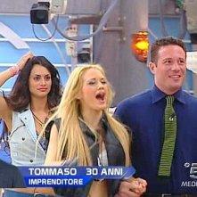 Grande Fratello 9, sesta puntata: Laura è entusiasta del nuovo concorrente, Tommaso, mentre Cris è evidentemente perplessa.