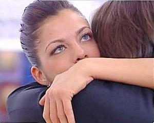 Grande Fratello 9, sesta puntata:  Marco abbraccia Vanessa
