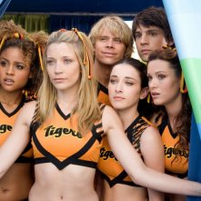 Hayley Marie Norman, Sarah Roemer, Eric Christian Olsen, Margo Harshman, Nicholas D'Agosto e Danneel Harris in una scena del film Fired Up