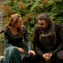 Leelee Sobieski e John Rhys-Davies in un'immagine di In the Name of the King