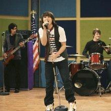 Mitchel Musso in una scena dell'episodio You Gotta Lose This Job di Hannah Montana