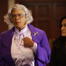 Tyler Perry e Ion Overman in una scena del film Madea Goes to Jail