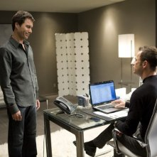Eric McCormack e Greg Ellis in un momento dell'episodio But Wait, There's More di Trust Me