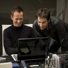 Eric McCormack e Greg Ellis in una scena dell'episodio But Wait, There's More di Trust Me