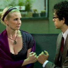 Geoffrey Arend e Monica Potter in una scena dell'episodio Au Courant di Trust Me