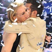Marco Carta abbraccia Maria De Filippi dopo la sua vittoria del Festival di Sanremo 2009