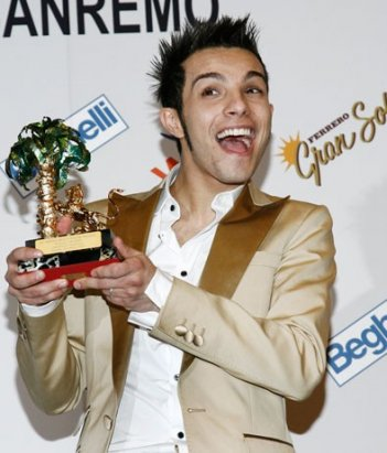 Marco Carta è il vincitore del 59esimo Festival di Sanremo con il brano 'La forza mia'.