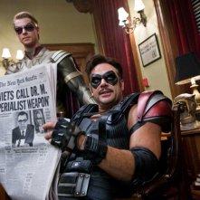 Matthew Goode e Jeffrey Dean Morgan in una scena del film Watchmen