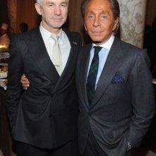 Oscar 2009: un diafano Baz Luhrmann accanto allo stilista Valentino, che invece sfoggia un colorito fin troppo solare
