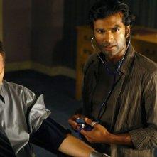 Sendhil Ramamurthy e Jack Coleman in una scena di Cold Wars della terza stagione di Heroes