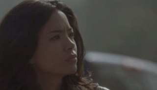 Stephanie Jacobsen in una scena dell'episodio Ourselves Alone di Terminator: The Sarah Connor Chronicles