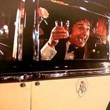 Ancora l'etilico Dudley Moore in una concitata scena della commedia Arturo