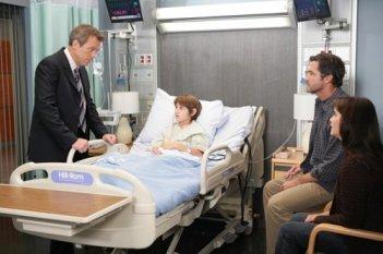 Hugh Laurie in una scena dell'episodio The Softer Side di Dr. House: Medical Division