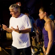 Il regista Andrzej Bartkowiak e Kristin Kreuk sul set del film Street Fighter: The Legend of Chun-Li