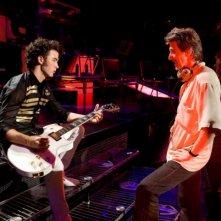 Kevin Jonas e Bruce Hendricks in un'immagine del film-concerto Jonas Brothers: The 3D Concert Experience