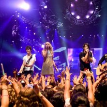 Nick Jonas, Taylor Swift, Joe Jonas e Kevin Jonas in un'immagine del film-concerto Jonas Brothers: The 3D Concert Experience