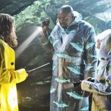 Chi McBride, Kristin Chenoweth e di spalle David Koechner nell'episodio 'The Legend of Merle McQuoddy' della seconda stagione di Pushing Daisies