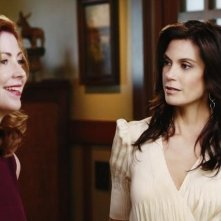 Dana Delany e Teri Hatcher nell'episodio Crime Doesn't Pay della quinta stagione di Desperate Housewives