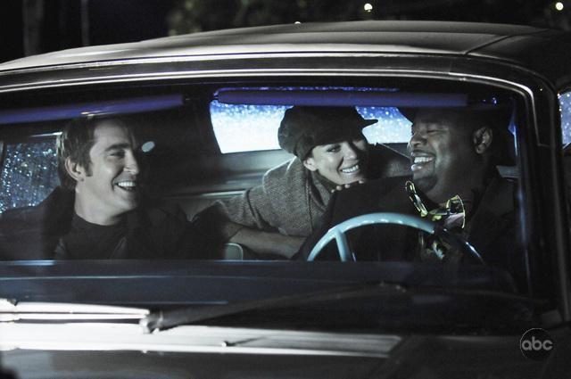 Lee Pace Con Anna Friel E Chi Mcbride Nell Episodio Robbing Hood Della Serie Tv Pushing Daisies 106842