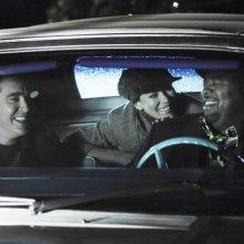 Lee Pace con Anna Friel e Chi McBride nell'episodio 'Robbing Hood' della serie tv Pushing Daisies