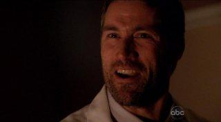 Matthew Fox in una scena dell'episodio The Life and Death of Jeremy Bentham di Lost