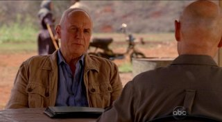 Terry O'Quinn e Alan Dale in una scena dell'episodio The Life and Death of Jeremy Bentham di Lost