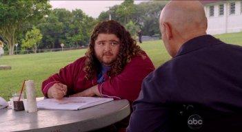 Terry O'Quinn e Jorge Garcia in una scena dell'episodio The Life and Death of Jeremy Bentham di Lost