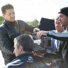 Joshua Jackson insieme al regista Michael McGowan impegnati in un ciak di One Week
