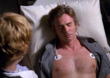 Sam Trammel in una scena di Things to Do in Phoenix When You're Dead, secondo episodio della quinta stagione di Medium