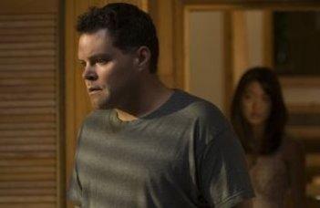 Aaron Douglas e Grace Park in una scena dell'episodio 'Someone to Watch Over Me' della quarta stagione di Battlestar Galactica
