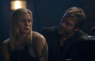 Katee Sackhoff e Roark Critchlow in una scena dell'episodio 'Someone to Watch Over Me' della quarta stagione di Battlestar Galactica