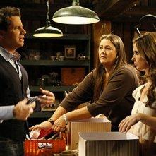 Jennifer Love Hewitt con Camryn Manheim e Jamie Kennedy nell'episodio Ghost Busted della quarta stagione di Ghost Whisperer